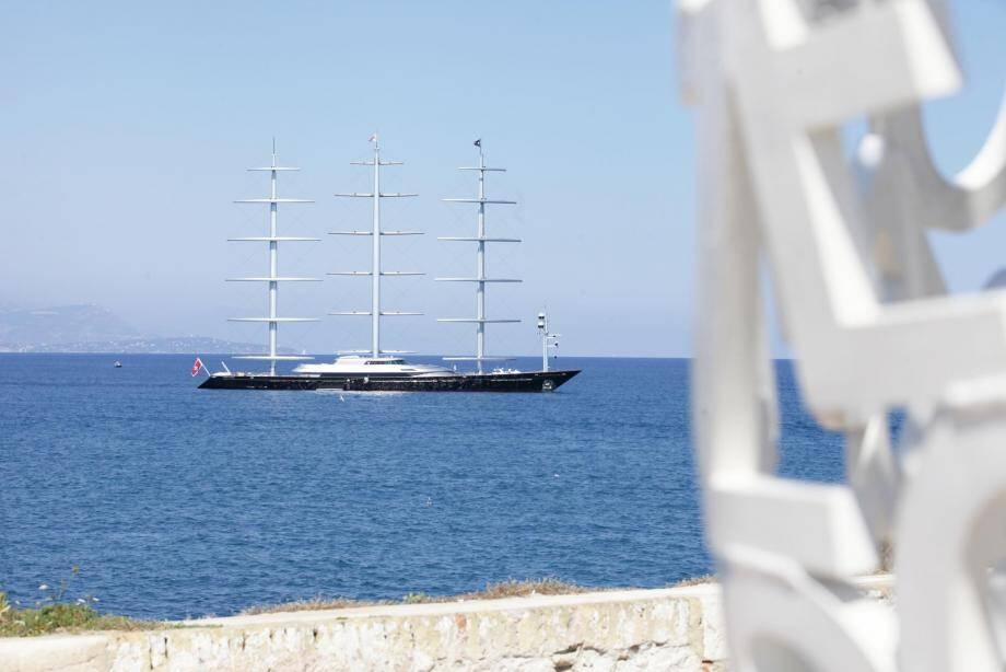 Le Faucon Maltais au large d'Antibes.