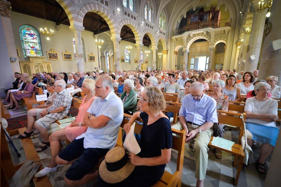 L'église du Sacré-Cœur a rarement été aussi remplie que lors de la messe d'hier, à laquelle ont participé des citoyens musulmans de Menton.