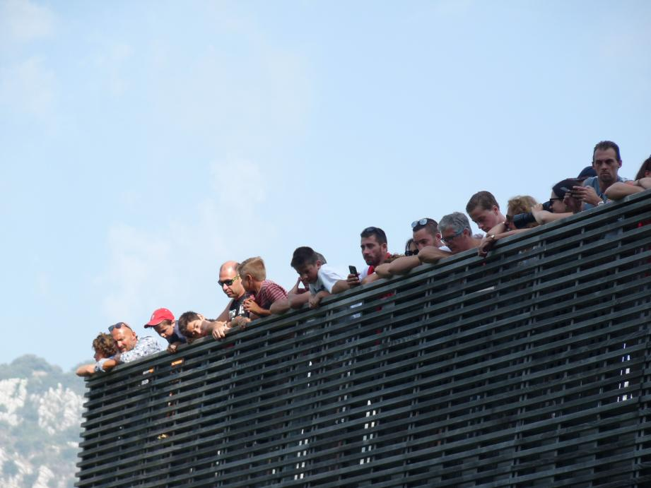 Pendant deux heures, le public a apprécié les frappes de Falcao, les parades de Subasic ainsi que les buts et les interventions de Glik.