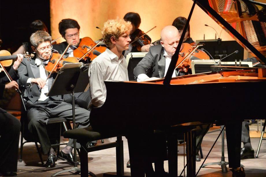 À 21 ans, le pianiste d'origine polonaise Jan Lisiecki a littéralement envoûté son public. Il est le plus jeune soliste de l'histoire du Festival de Menton.