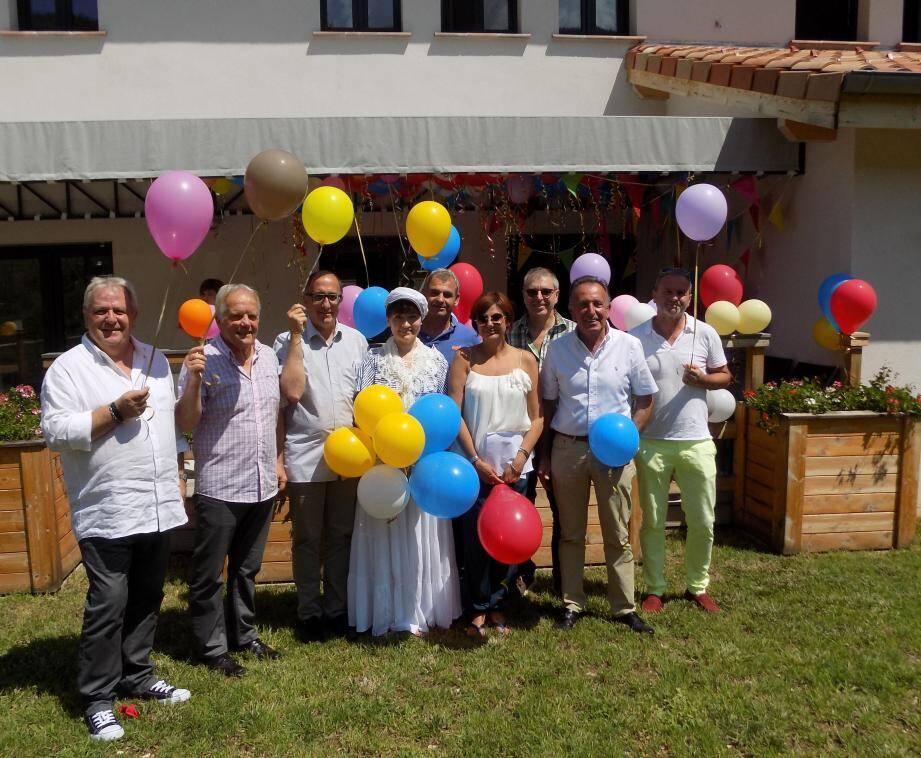 Lâcher de ballons à l'occasion du troisième anniversaire du gîte d'accueil pour handicapés.