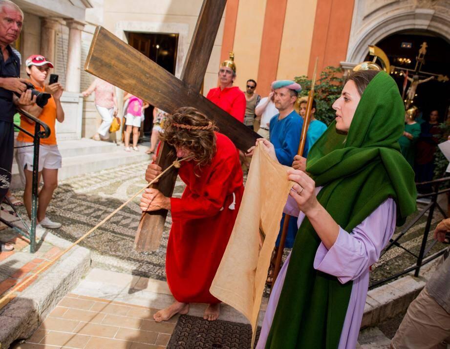 Jésus au sortir de l'église Sainte-Marguerite.
