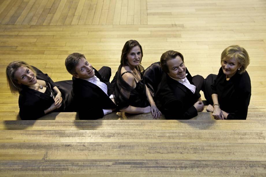 Eyas c'est un quatuor vocal et un pianiste. Ils seront le 7 août à Notre Dame du Brusc.