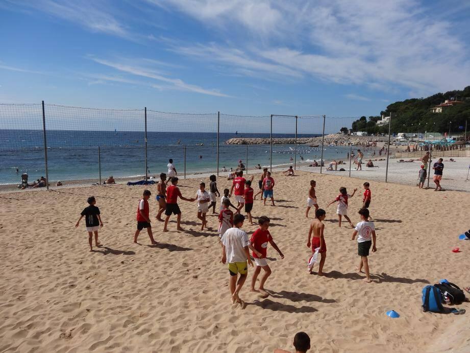 Pendant l'été, des tournois sont proposés tous les après-midis aux ados.