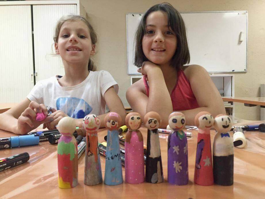 Samuel, Nina, Héloïse et leurs petits camarades s'en sont donné à cœur joie pour réaliser de jolis jouets. Résultat ? De belles quilles colorées.