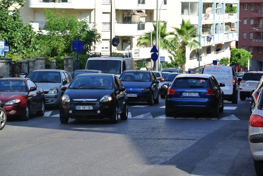 Tous les véhicules sont désormais forcés de ralentir leur vitesse grâce aux deux plateaux traversants.