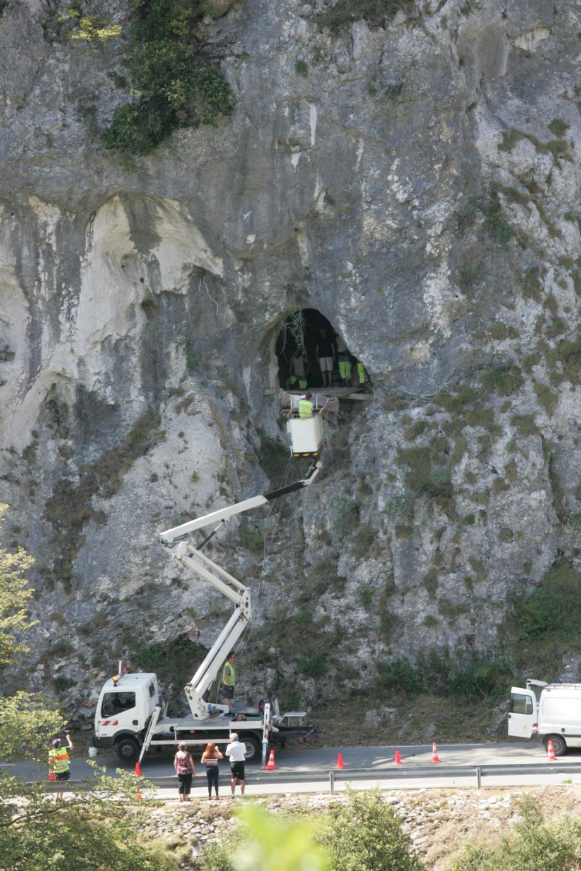 Le 25 juillet, la nouvelle statue a été installée à l'aide d'une nacelle. Elle devrait être prochainement vernie.(DR)