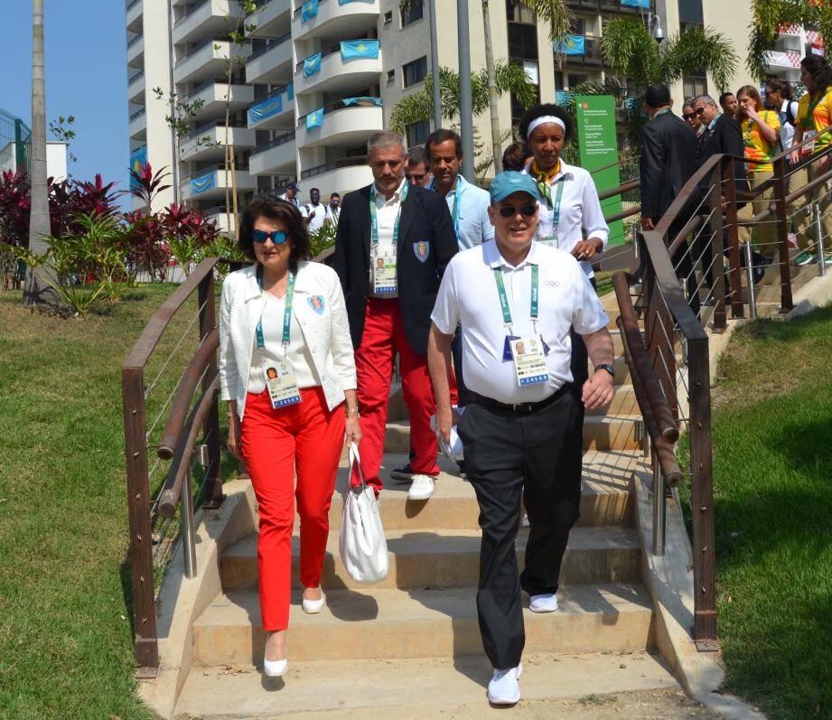 Le prince Albert à son arrivée au village olympique de Barra, avant de s'entretenir avec les trois athlètes et le chef de mission.
