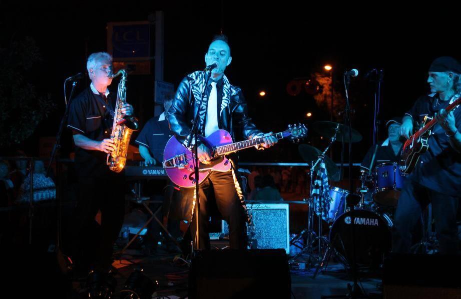 Le Kustom band à Roquefort-les-Pins en 2013.