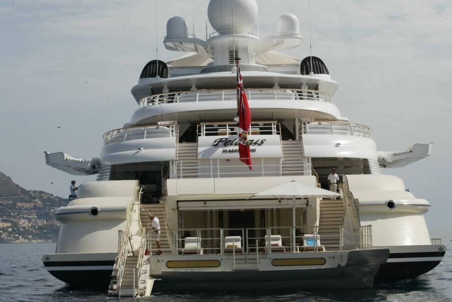 Le Russe Abramovitch avait voulu faire atterrir un hélicoptère sur son Pelorus alors amarré au port de Nice !