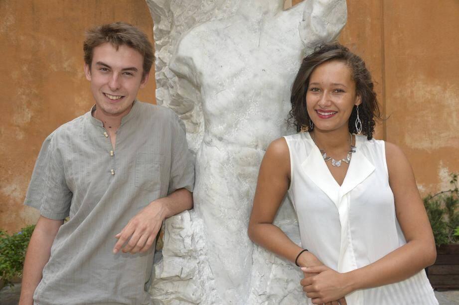 A 17 et 20 ans, Arthur et Elisa ont décidé de faire de leur passion leur métier. Ils sont tous les deux élèves dans des écoles de théâtre parisiennes.