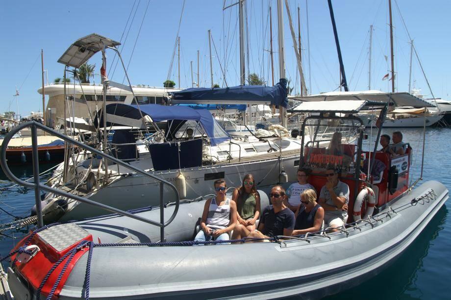Le taxi-boat prend le large, du lundi au samedi, sur le quai des États-Unis, derrière le Yacht-club.