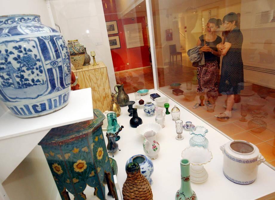 La vitrine des objets dont Matisse s'est inspiré.