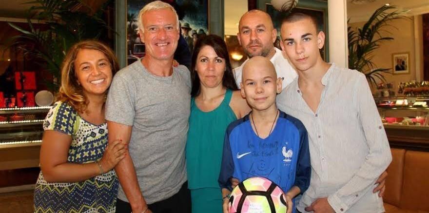 Didier Deschamps a rejoint Renaud, un ado atteint d'une maladie grave, et sa famille dans une pâtisserie de la Principauté pour fêter son anniversaire.