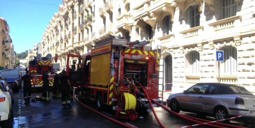 Le sinistre s'est déclaré peu avant 11h, au premier étage d'un immeuble qui en compte six.