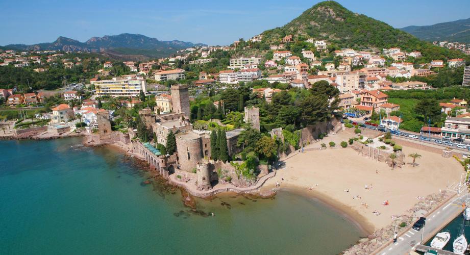 Bien avant Cannes et Villeneuve-Loubet, la commune de Mandelieu avait banni le burkini de ses plages.