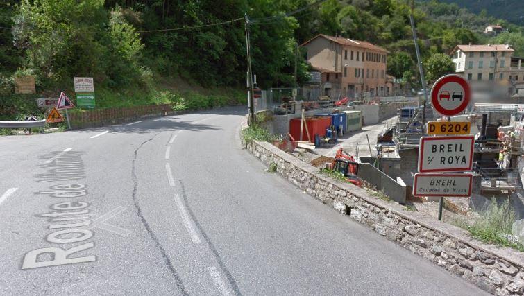 La route a été coupée 7 km au sud avant le village de Breil.