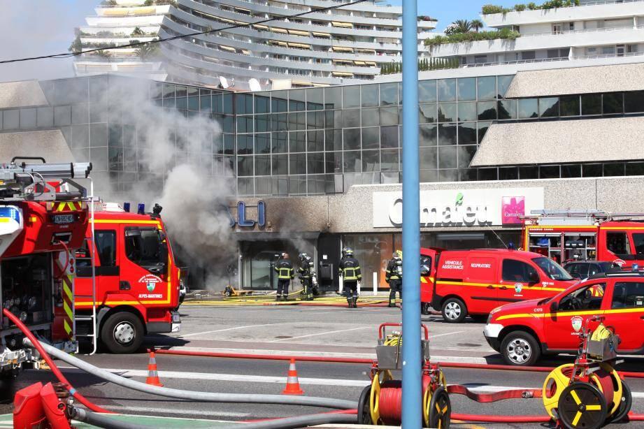 Il y a dix jours, un incendie avait ravagé le magasin Babali à Villeneuve-Loubet.