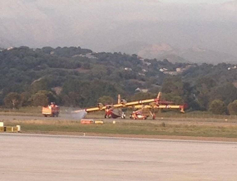 Le Canadair en difficulté à l'aéroport d'Ajaccio.