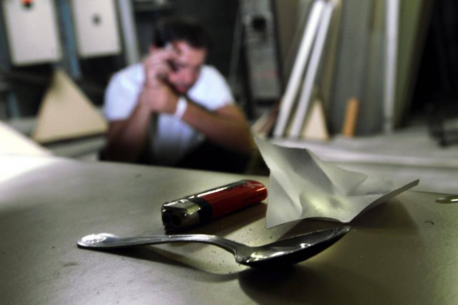 Les conduites addictives au travail, pour répondre au stresse ou améliorer ses performances, explosent