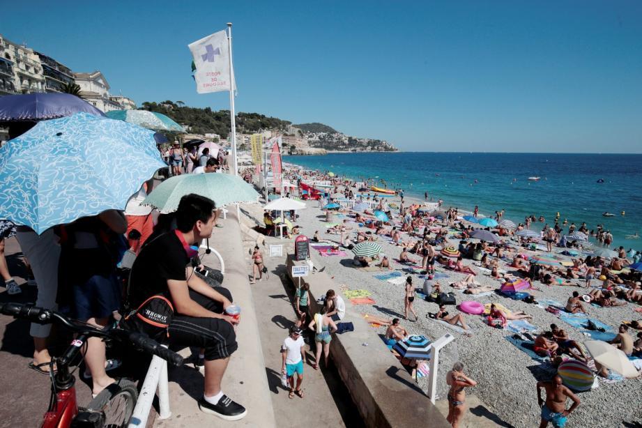 La fréquentation des touristes sur les plages niçoises lors du week-end du 15 août permettra-t-elle de rattraper les mauvais chiffres de la fin juillet?