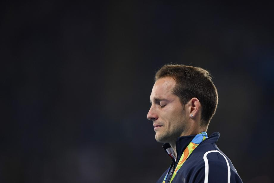 Renaud Lavillenie a été hué par le public brésilien lors de la remise de sa médaille d'argent.