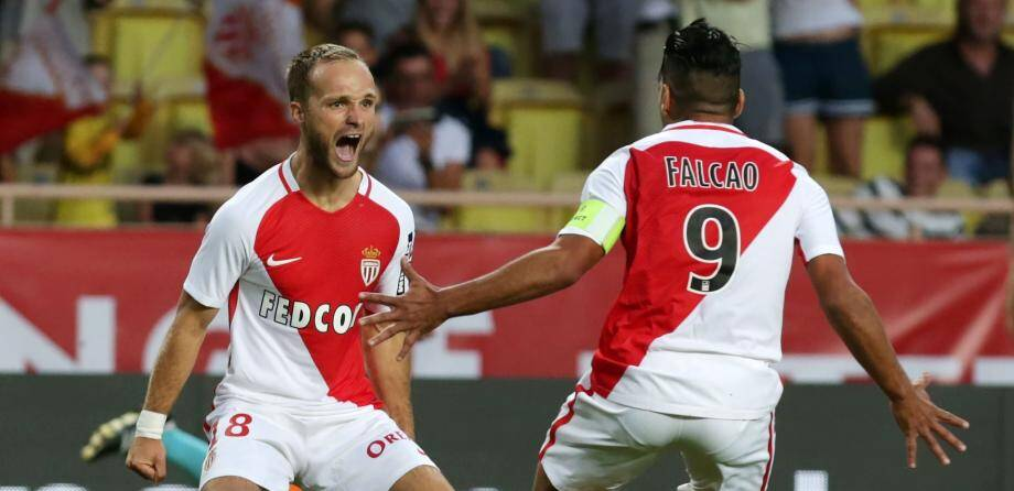 Monaco's French forward Valere Germain (L) celebrates with Monaco's Colombian forward Radamel Falcao after scoring a goal during the Champions League Third qualifying round football match between Monaco and Fenerbahce on August 3, 2016, at the Louis II stadium in Monaco. / AFP PHOTO / JEAN CHRISTOPHE MAGNENET FBL-EUR-C1-MONACO-FENERBAHCE