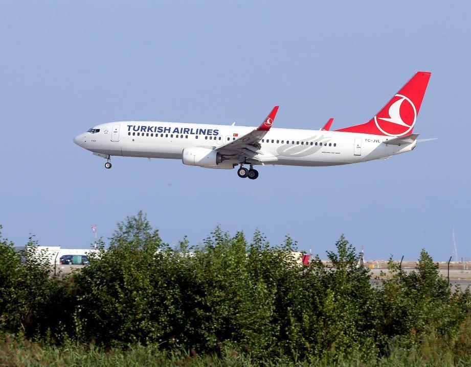 C'est ce Boeing de la Turkish Airlines qui a survolé Nice en rase-mottes.