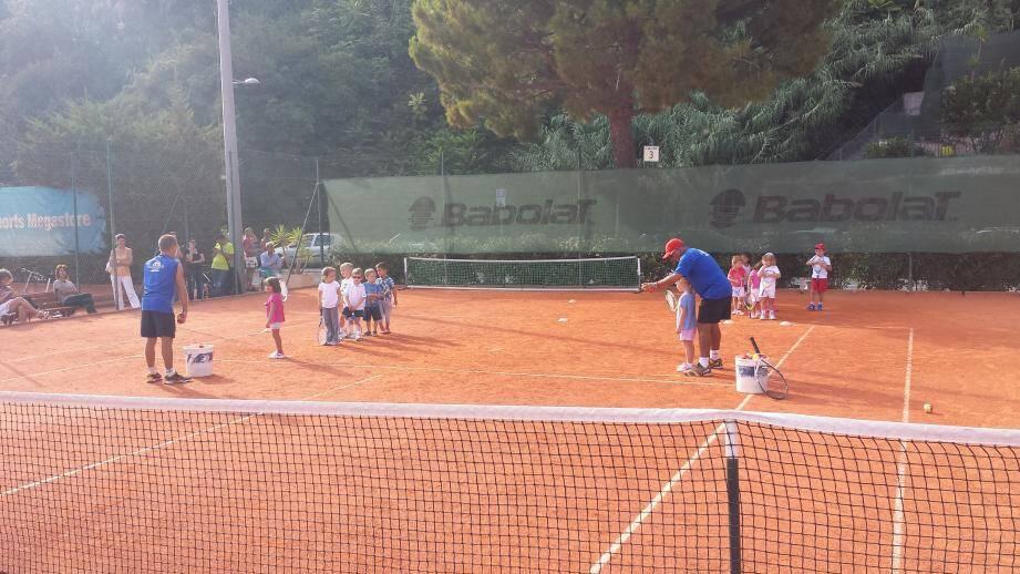 L'école de tennis de Cap-d'Ail, située le long de la plage Marquet, accueillera les enfants à partir du mercredi 21 septembre pour une nouvelle saison.