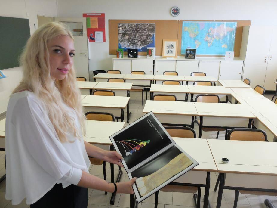 Sophie Papouchado dans sa classe de l'école des Révoires, en début de semaine.
