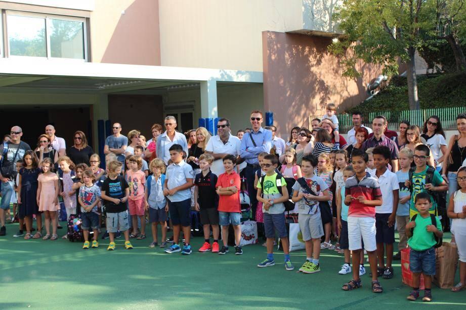 Ambiance détendue et sereine, hier, dans la cour de l'école de Fontvieille qui a accueilli, toute la journée, ses 337 élèves.