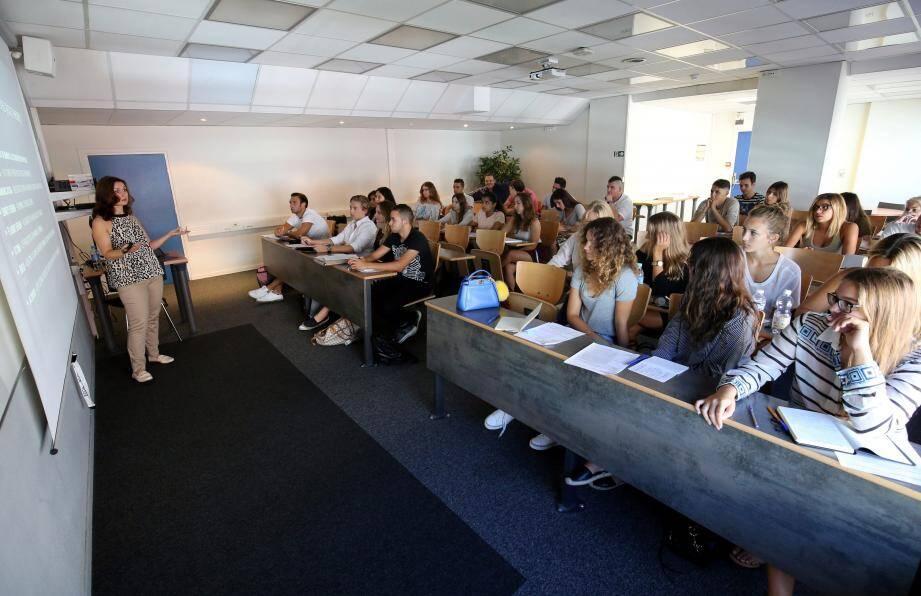 Premiers à reprendre le travail, les étudiants du bachelor, ont commencé les cours ce mercredi.