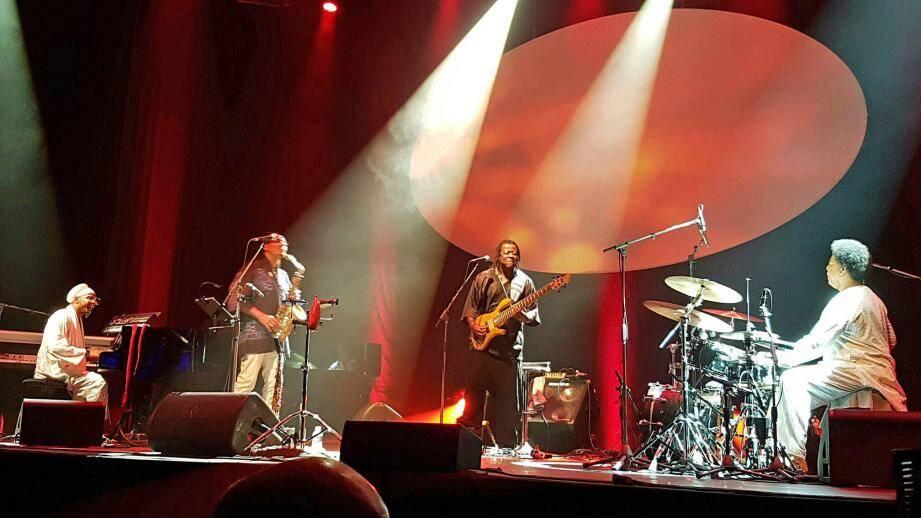 Omar Sosa et ses musiciens qui a tour de rôle ont joué en solo.