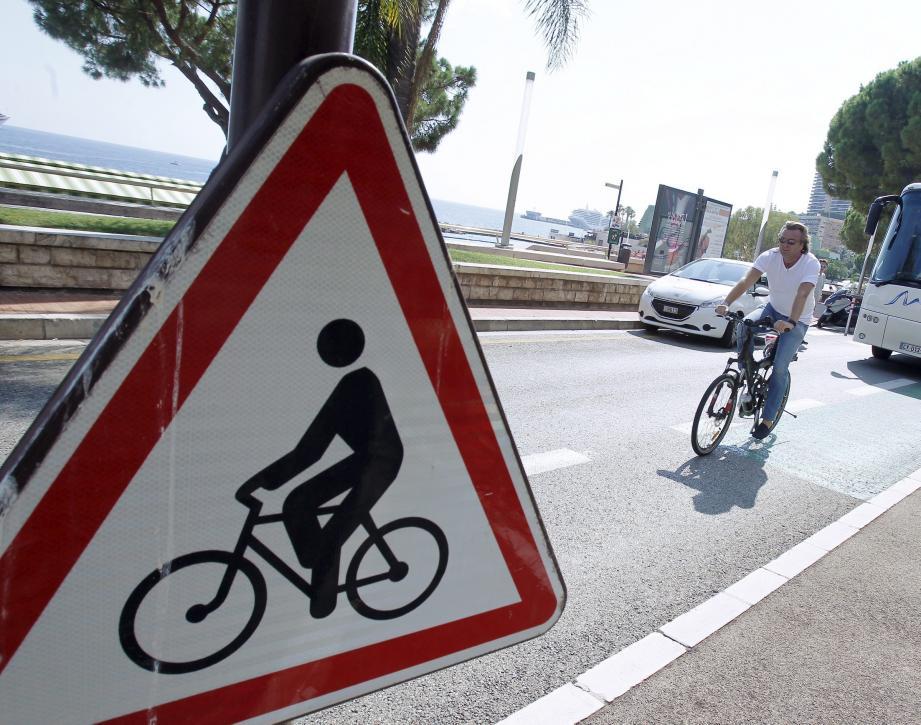 Beaucoup d'interlocuteurs regrettent un manque de pistes cyclables à Monaco.