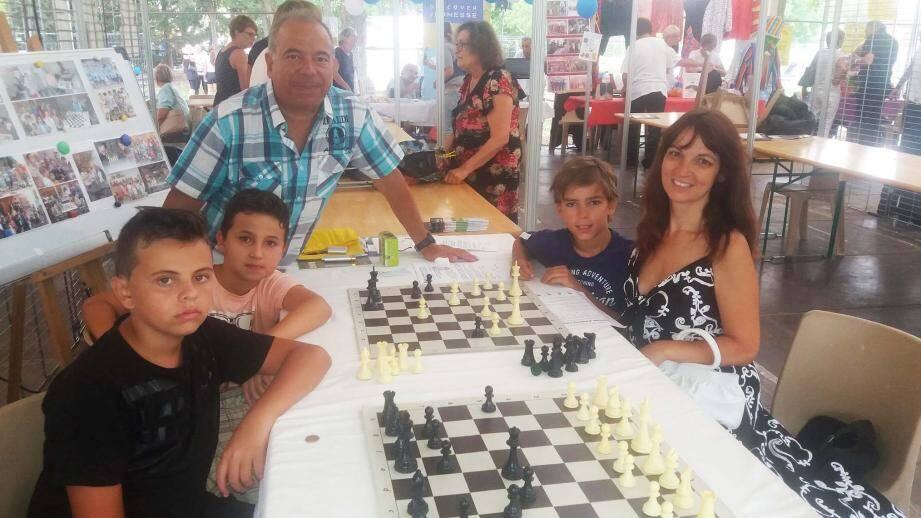 L'Azur Chess Club rouvre ses portes. Enfants comme adultes peuvent apprendre à jouer aux échecs et, pourquoi pas, participer à des tournois.