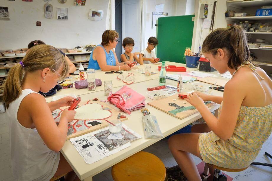 Les enfants étaient nombreux, hier, à reprendre le chemin de l'école municipale d'arts plastiques. Dessin, modelage, mosaïque... De nombreuses disciplines pour s'exprimer.
