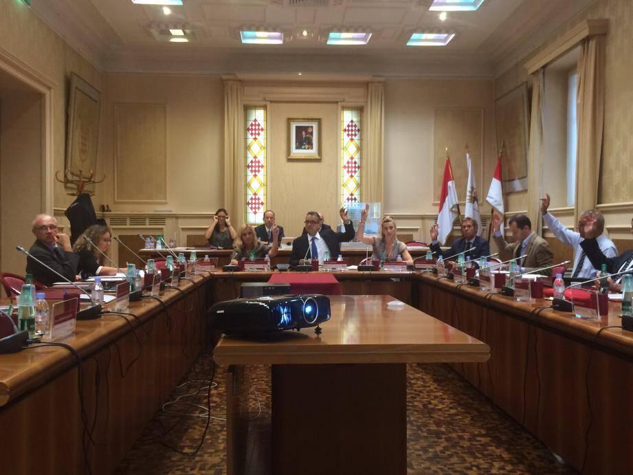 Le Conseil communal s'est réuni autour du maire en séance publique  extraordinaire, mardi 13 septembre.