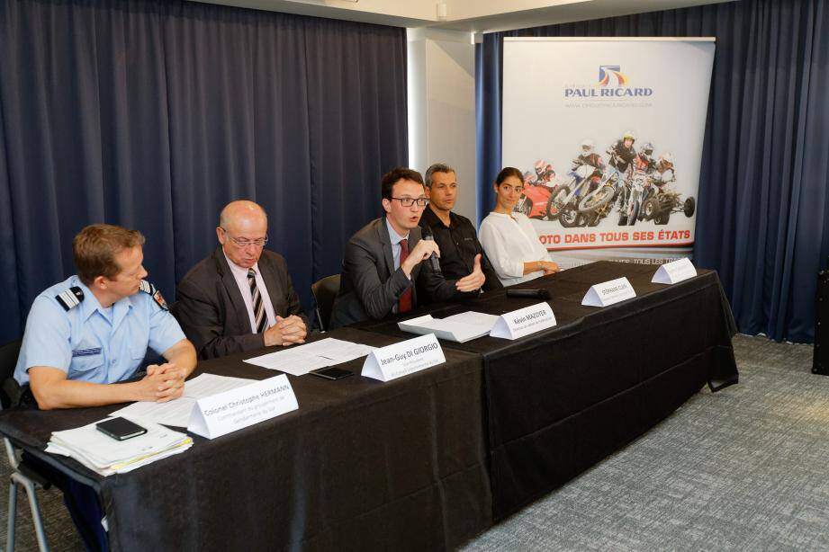 Le colonel Christophe Hermann, Jean-Guy di Giorgio, vice-président du conseil départemental, Stéphane Clair, directeur général du circuit Paul-Ricard, lors de la présentation du dispositif de sécurité, hier.