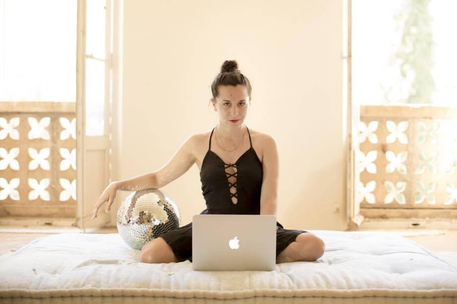 Pour Julia Palombe, la mal-baise est un fléau moderne qui induit frustration et mal-être. Elle formule le vœu pieux que tous vivent « une jouissance pleine, vraie, intime et collective, dans l'élan d'un appétit de vie sans cesse à réinventer ».