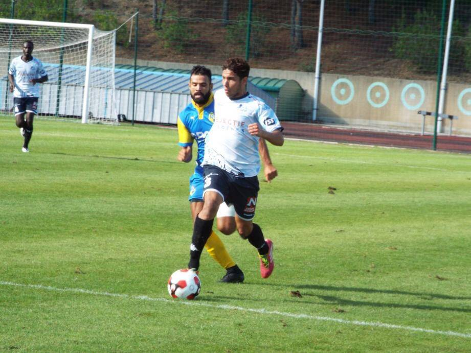 Sofiane Bouasla et ses partenaires se sont inclinés sur la plus petite marge (1 à 0) face à un solide adversaire.