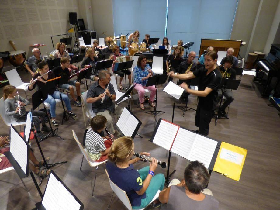 Dernières répétitions pour les musiciens des deux ensembles qui se produiront sur la scène de l'auditorium pour un concert solidaire le 24 septembre.