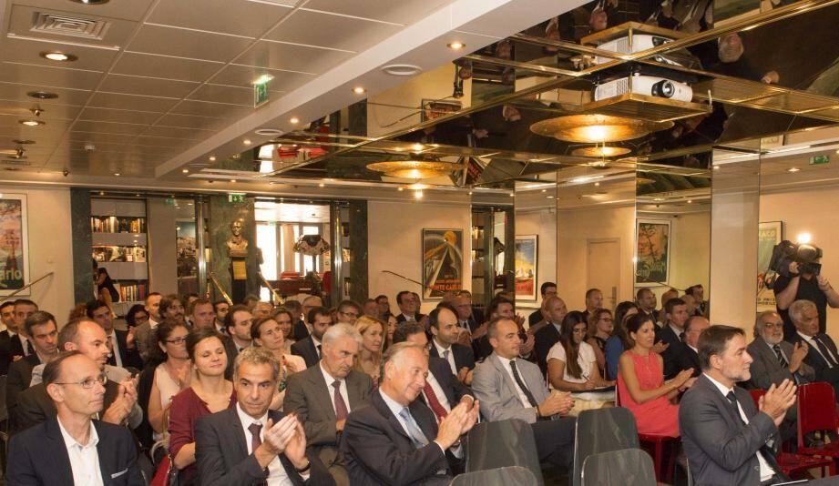 Ludovic Subran, expert en économie, a démontré à quelque 80 entrepreneurs de la Principauté, hier, tout l'intérêt qu'il y a à tenter de faire du business en Russie et en Azerbaïdjan.