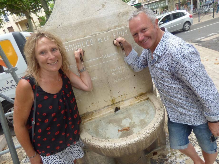 Le couple Roudaut de « Courir pour la vie » en reconnaissance en juillet dernier à Vence. Avant de pouvoir à nouveau goûter l'eau de la Foux, Louis Roudaut et ses cinq autres amis coureurs devront avoir traversé la France dans sa plus grande largeur.