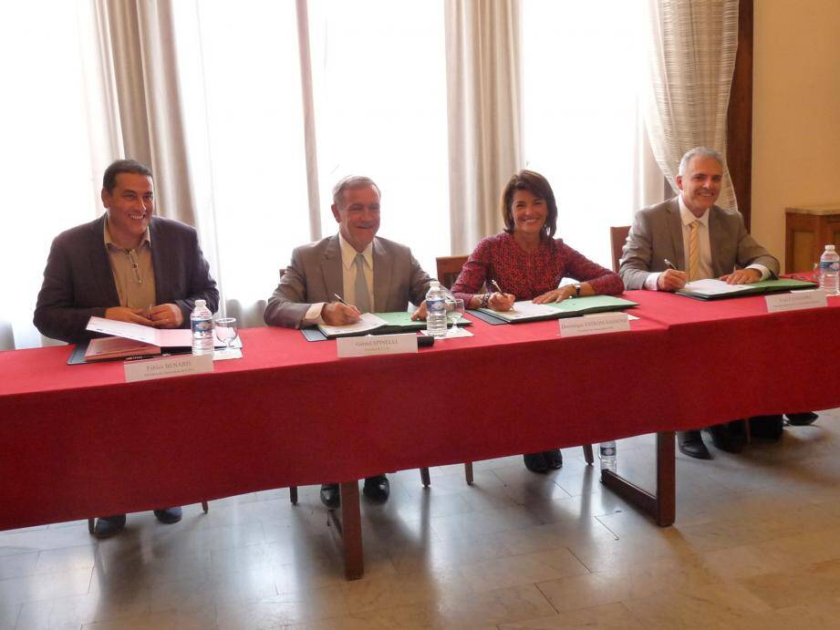 Autour du maire de Beausoleil, de gauche à droite : Fabien Bernard, président de la Soliha, la sénatrice Domique Estrosi-Sassone, présidente de l'Adil, et le directeur de la Caf des Alpes-Maritimes Yves Fasanaro. Tous ont entériné hier la convention.