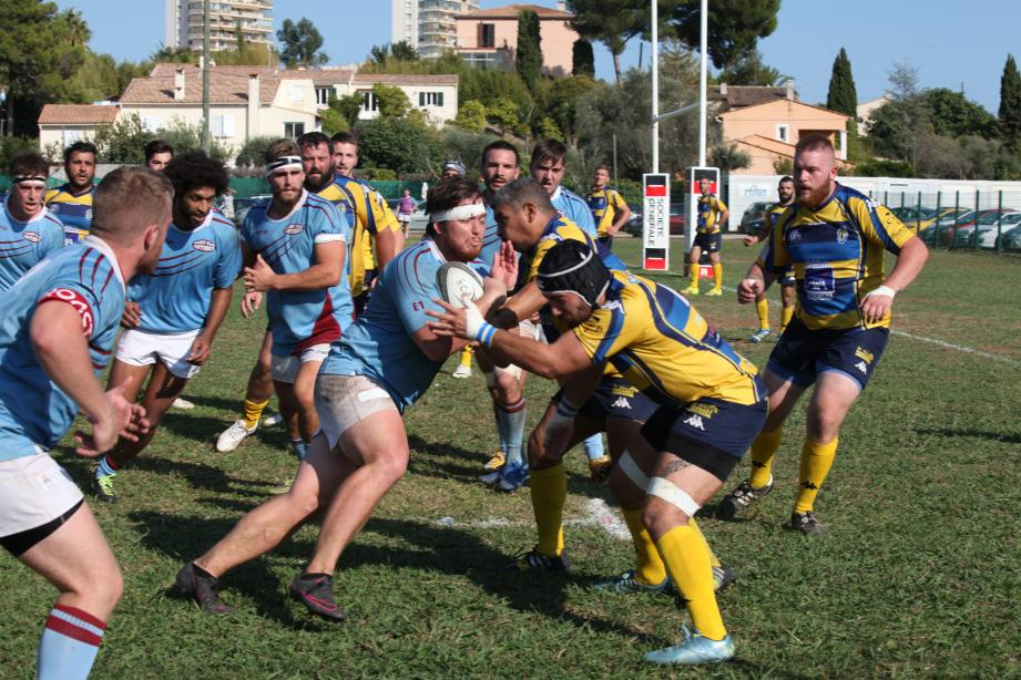 Antibes (en bleu) a maîtrisé son sujet, hier, contre Arles (17-10).