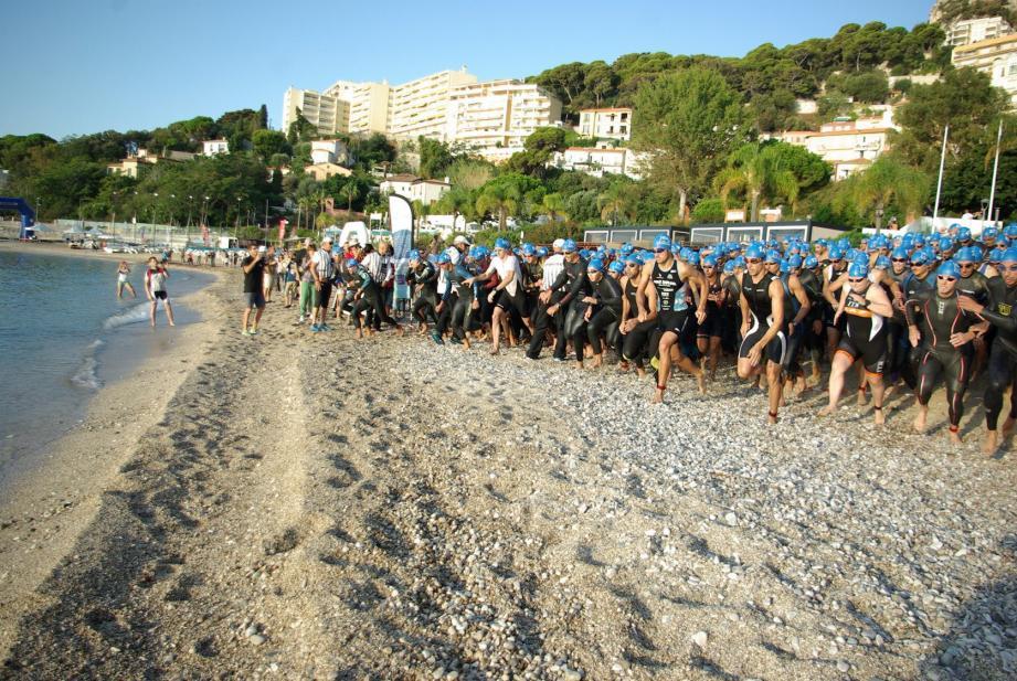 Ils étaient 250 à prendre le départ de ce 15e triathlon de Cap d'Ail.