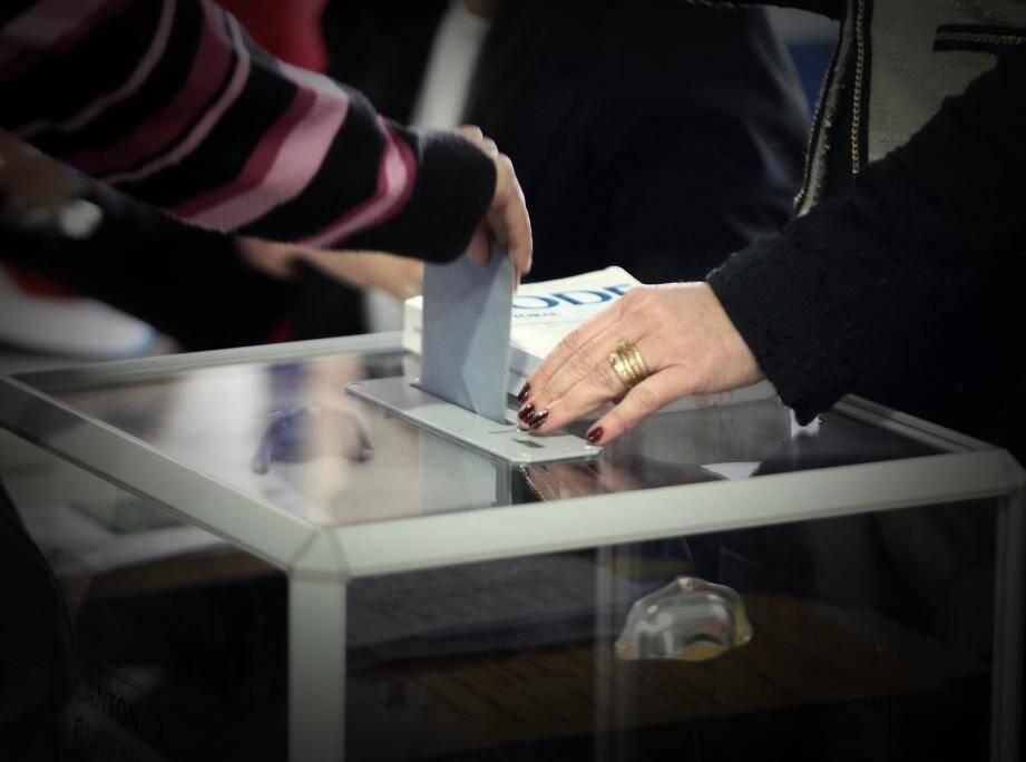 Quelques changements. Les électeurs recevront prochainement leur nouvelle carte d'électeur ainsi que leur nouveau lieu de vote, si nécessaire.