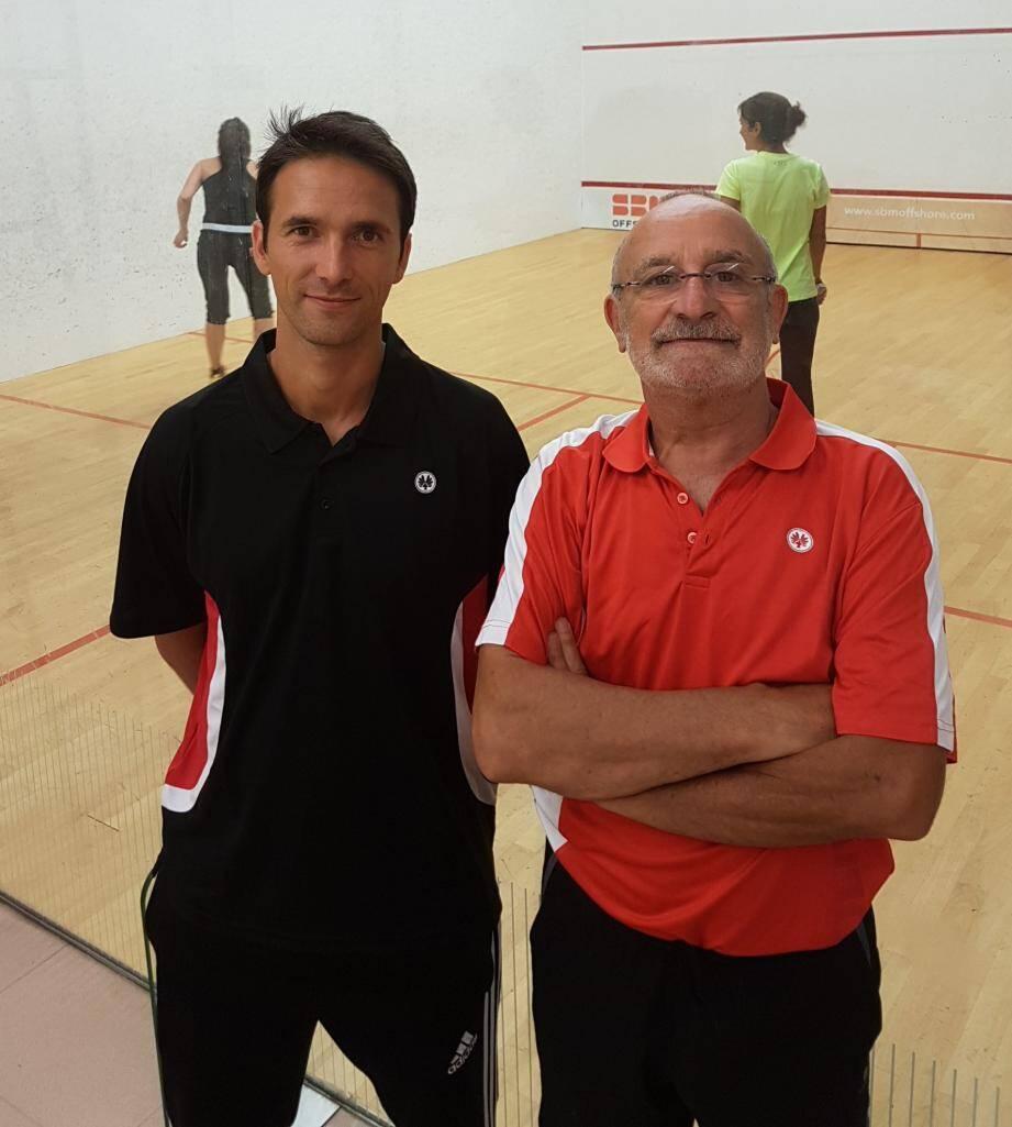 Patrick Rubino (à droite) passe le relais à Yves Tastet après 26 ans passés comme club manager du squash en Principauté.