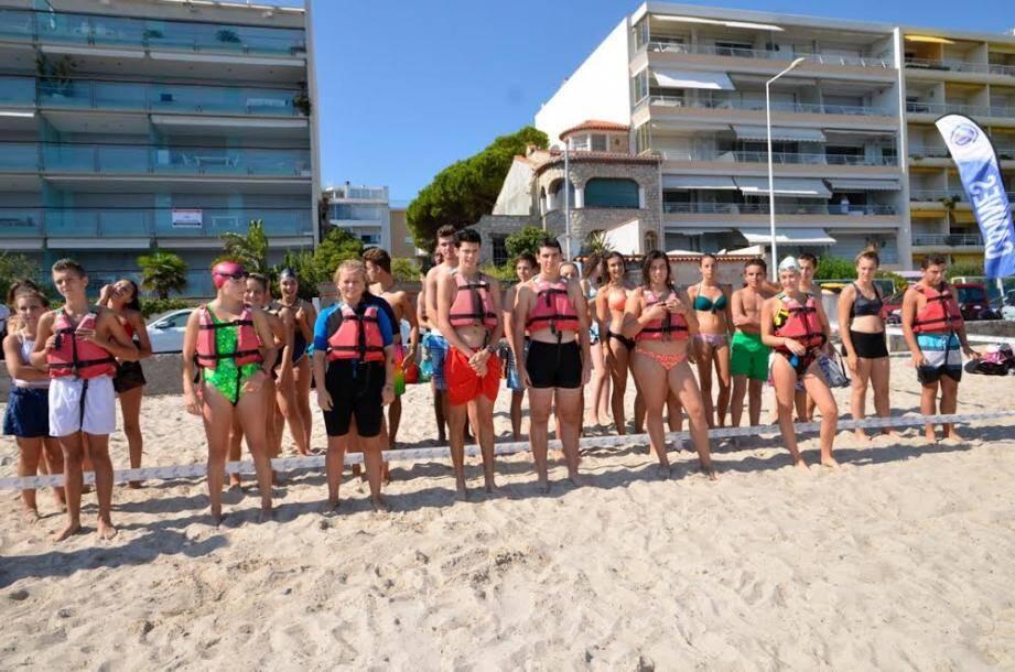Le groupe de participants à ce véritable triathlon des mers, hier après-midi, juste avant le départ.