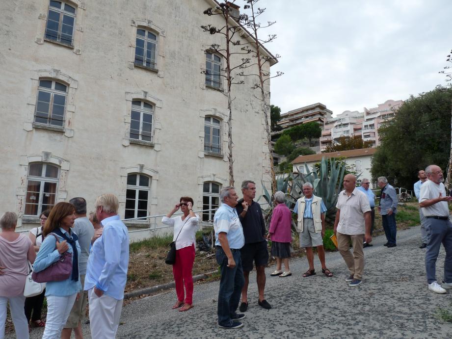 Les Roquebrunois sont venus nombreux sur le site de la Base aérienne 943 pour assister à ces ateliers  participatifs, sous la conduite du maire Patrick Cesari.